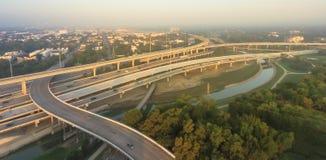 I-10 d'un état à un autre aérien, échange du nord de pile de l'autoroute I-45 ni Photo libre de droits