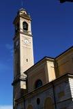 I dag för gammal abstrakt klocka för kyrkligt torn för carnago solig Fotografering för Bildbyråer