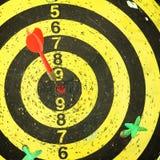 I dardi delle frecce hanno colpito l'obiettivo Fotografia Stock