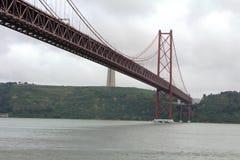 I 25 de Abril Bridge a Lisbona, Portogallo Fotografia Stock Libera da Diritti