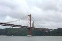 I 25 de Abril Bridge a Lisbona, Portogallo Fotografia Stock