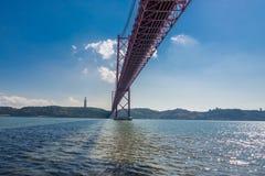 I 25 de Abril Bridge Lisbona, Portogallo Fotografia Stock Libera da Diritti