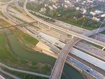 I-10 de um estado a outro aéreo, intercâmbio norte da pilha da autoestrada I-45 nem Imagem de Stock Royalty Free