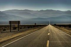 I den Death Valley nationalparken Kalifornien Nevada United States av Royaltyfri Fotografi