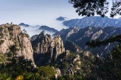 Huangshan berglandskap Royaltyfri Bild