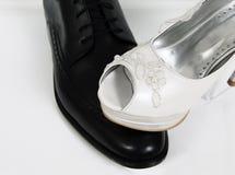 I dettagli femministi delle scarpe della sposa di nozze dell'uguaglianza governano la cerimonia Fotografie Stock