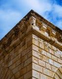 I dettagli stupefacenti su un angolo di vecchia costruzione veneziana fotografie stock libere da diritti
