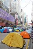 I dimostranti di democrazia di Hong Kong stanno combattendo fuori il loro dirigente principale Immagine Stock