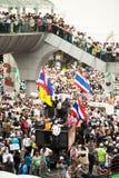 I dimostratori dalla V antigovernativa per i gruppi della Tailandia durano Immagine Stock