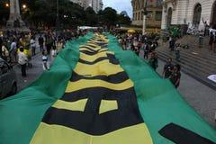 I dimostratori protestano a Rio del centro contro il governo di Rousseff Immagini Stock Libere da Diritti
