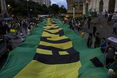 I dimostratori protestano a Rio del centro contro il governo di Rousseff Fotografia Stock