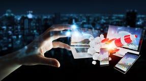 I dispositivi di collegamento di tecnologia della donna di affari ed il razzo startup 3D si strappano Immagine Stock Libera da Diritti