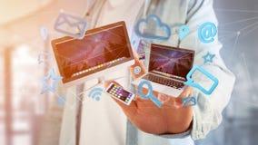 I dispositivi gradiscono lo smartphone, la compressa o il computer sorvolare il connecti Immagini Stock