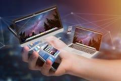 I dispositivi gradiscono lo smartphone, la compressa o il computer sorvolare il connecti Fotografie Stock