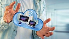 I dispositivi gradiscono lo smartphone, la compressa o il computer visualizzati in una nuvola Fotografie Stock Libere da Diritti
