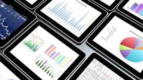 i dispositivi mobili 4k, i diagrammi a torta di finanza & la tendenza delle azione diagrams nel ipad stock footage