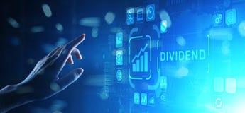 I dividendi si abbottonano sullo schermo virtuale Concetto finanziario di ricchezza di affari di ROI di ritorno su investimento fotografia stock libera da diritti