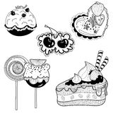 I dolci in bianco e nero agglutina, torte, i bigné, caramella per la confetteria fotografia stock libera da diritti