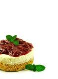 I dolci del formaggio delle fragole si chiudono su isolato su fondo bianco Fotografie Stock