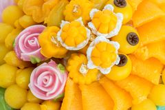 I dolci tailandesi, o Khanom tailandese hanno l'aspetto unico e variopinto e sapori distinti E fotografie stock libere da diritti