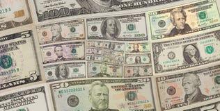 I dollari americani dei soldi quadrano il fondo a spirale cento, cinquanta dollari di banconote Dollari americani di modello astr Fotografia Stock Libera da Diritti
