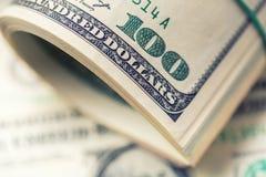 I dollari hanno rotolato il primo piano Dollari americani di denaro contante Cento banconote del dollaro Fotografie Stock Libere da Diritti