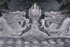 I draghi della pietra di basso-rilievo nello stile cinese Fotografia Stock Libera da Diritti
