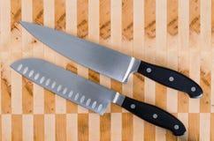 I due coltelli del cuoco unico parallelamente fotografia stock