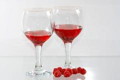 I due vetri di liquore e della raspa rossi Fotografia Stock