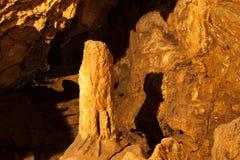 I en grotta Arkivfoton