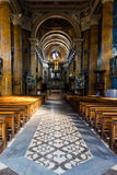 I en kyrka arkivbild
