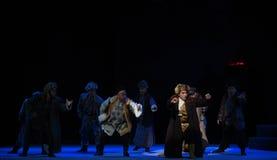 """I en lömsk väg-Peking opera som """"Taking Tiger Montain By Strategyâ € Arkivfoto"""