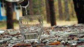 I ett exponeringsglas häll vodkan lager videofilmer