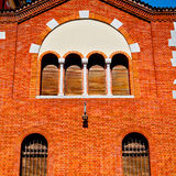 i Europa Italien milan gammal arkitektur och persiennvägg Arkivfoto
