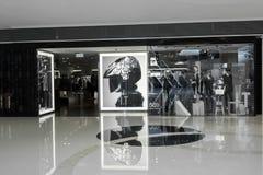 I För märkesmode för T asiatisk skyltfönster för boutique Hong Kong Royaltyfria Bilder