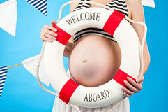 I förväntan av barnets födelse. Havandeskap Fotografering för Bildbyråer
