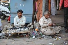 I fabbri vendono sulla via principale a Jaipur, India Fotografia Stock Libera da Diritti