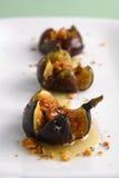 I fichi hanno arrostito con il miele e le nocciole del formaggio di Mascarpone Immagine Stock Libera da Diritti