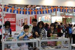 I filatelisti visitano la manifestazione del bollo di Taipeh Fotografia Stock