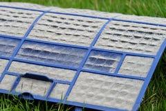 I filtri dalla polvere sono molto sporchi, polvere sul filtro dalla polvere Immagine Stock