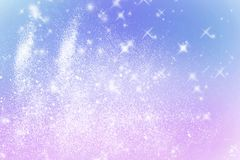 I fiocchi di neve brillanti dell'inverno hanno offuscato il fondo nei colori rosa blu-chiaro Fondo confuso di festa di Natale Cop illustrazione vettoriale