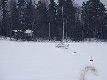 I fiocchi di neve ha coperto la barca Fotografie Stock