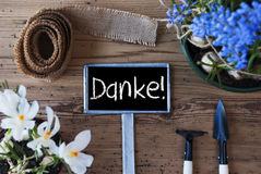 I fiori della primavera, il segno, mezzi di Danke vi ringraziano Immagine Stock Libera da Diritti