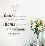 I fiori domestici interni della casa del fondo della parete amano i sogni fotografia stock libera da diritti