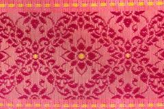 I fiori rossi hanno progettato la seta tailandese Fotografia Stock