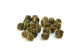 I fogli di tè verde intrecciati in sfere Fotografia Stock Libera da Diritti