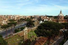 I forum imperiali a Roma e Colosseum Immagine Stock