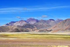 I fotstegen av Roerichs expedition Härliga färgrika berg i Tibet i sommar, Kina arkivbilder