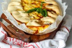 I francesi casalinghi aprono il dolce con il porro ed il formaggio Fotografia Stock