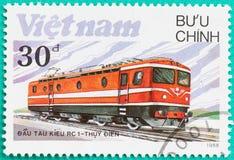 I francobolli stampati nel Vietnam mostra il treno della locomotiva diesel Immagine Stock
